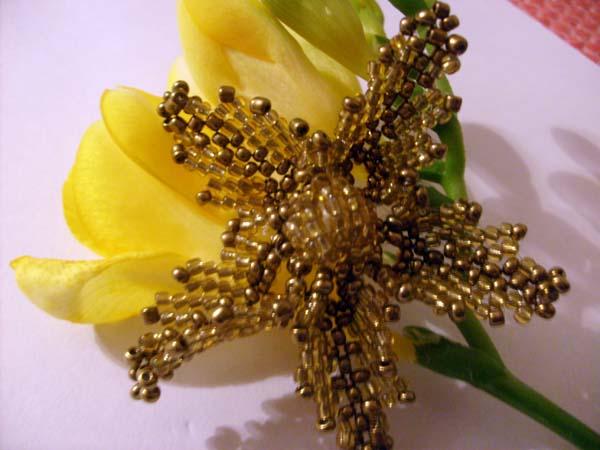 Цветок из бисера на леске своими руками - 22 Ноября 2011.