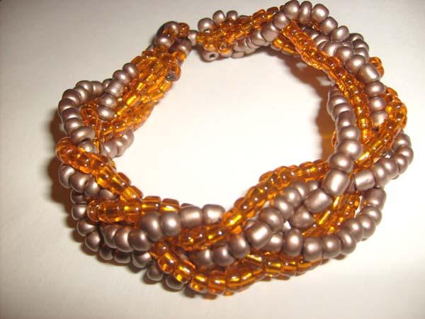 Как сделать браслет из бисера своими руками. .  Бисерные украшения в виде браслета.  Именной браслет - Яна .